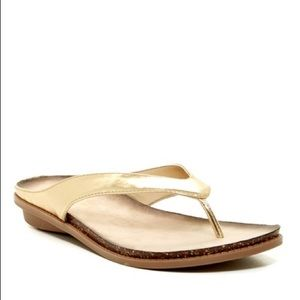 Kenneth Cole Reaction Gold Ice Cube sandals